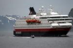 MS Nordnorge siger inn mot havna