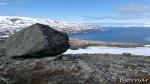 Før toppen ligger det flere slike store steiner, sikkert etterlatenskap fra siste istid.