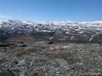 Utsikt opp mot Hjertesmertevannet og enden av bilveien i Kokelvdalen.