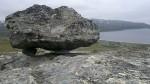 Fant også i dag en steinblokk, sirlig plassert på noen mindre steiner.