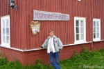 Æ posere utenfor butikken i Hamningberg