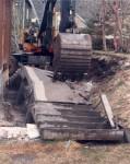 En gammel trapp fjernes