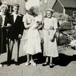 """Fra Jan Arne sin dåp, tante Åse holder han og """"tante"""" Liva til høyre"""