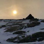 På Russefjelltoppen og som en kan se så er det is på fjell, så her må æ passe på