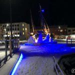 """""""Hvalbåt i skruis"""", kunstinstallasjonen på kaia i Hammerfest"""