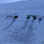 Ser noen rase idiot med snøskuteren i bakken og frese sæ ned til lyngen