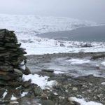 Gikk mot kanten og ville snu, men en vinden tok mæ, smalt ryggen i skaraen og æ seilte nedover isen