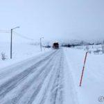 Og brøytebilen brøyter bort den ene centimeteren med snø