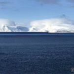 En annen kjent øy i innseilinga til Hammerfest, Håja, som egentlig er verdens største frittliggende steinblokk