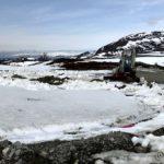 Dem hadde startet opp minigraveren da æ var her i går og dem har fjernet snø for å starte opp med jobben