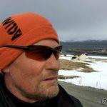 På tur mot Rottelvbrua og en selfie med huset i bakgrunnen må til