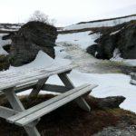 Rasteplass med benk ved siden av Kokelvfossen