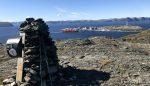 Skipet snart ved kai, bildet tatt ved varden på Vardefjell