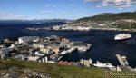 Et bilde av MS Finnmarken som var på tur mot kai, før æ stima oppover Salenfjellet
