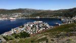 Hammerfest bade i sol og MS Trollfjord ved kai