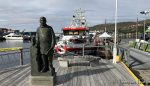 Gikk litt i byen, her ved statuen av polfarer/kokk Adolf H. Lindstrøm fra Hammerfest