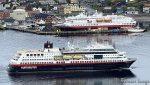 ... og passerer MS Nordnorge, som ligger i opplag inntil videre