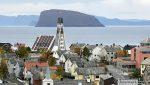 Hammerfest kirke med lys i korset