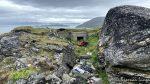 På Torvhaugen og en av to bunkere og her er mye søppel, ikke bra