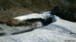 Gikk videre og skulle over denne lille bekken, som var blitt større, men denne isbrua tør ikke æ å gå over.