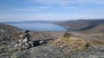 Samuelstoppen, med utsikt mot Selkop og Birjastrand.