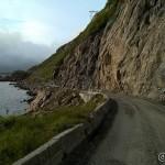 Veien ut mot Nyksund, dårlig og smal grusvei.