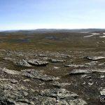 Fra Guohcavárri kan en se alle de små og store Miessevannene