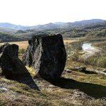 På tur opp mot Rottoppen og der lå disse store steinene.