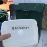 Satte en boks i kassa på Masterelv