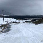 Bakken opp fra brua og veien til Kokelvdalen