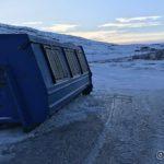 En container er satt ved Russelvbrua, uvisst av hvilken grunn