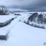 Litt for mye snø, som gjør det kaldt bak hvis man setter sæ ned og puster ut litt