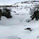 Endelig er det blitt et hull i isen, slik at vi kan se vannet (hvis en klarer og se det da)
