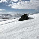 Steinen på baksiden av Russefjelltoppen, mye snø her siden så lite av den vises