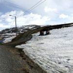 Huff å huff, de her to skuteran ser skikkelig lei sæ, lite snø og nærmeste løype er stengt 😭😭