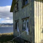 Huset på Storjord er i en sørgelig stand og at det er gjennomtrekk er lett å se